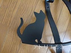 おしゃれで人気のロートアイアン風アルミ製オリジナル妻飾りCタイプにかわいい猫のモチーフを加えた素敵なデザインです