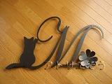 おしゃれで人気のロートアイアン風アルミ製オーダー妻飾りイニシャルMのモチーフ
