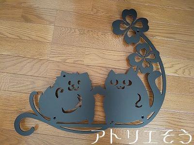 猫とポメラニアン妻飾り 。ステンレス製妻飾り。